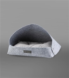 FELT BED LIGHT GRAY WITH LIGHT PILLOW