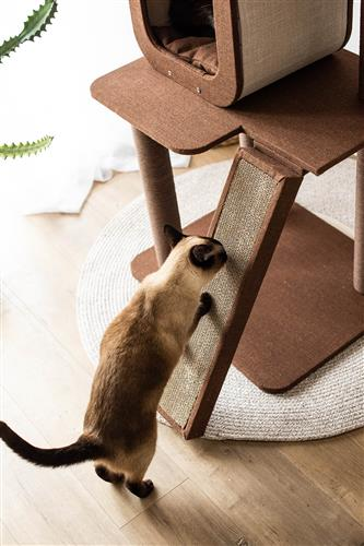 Four-level voyage, Cat activity Tree with replaceable scratching pad.