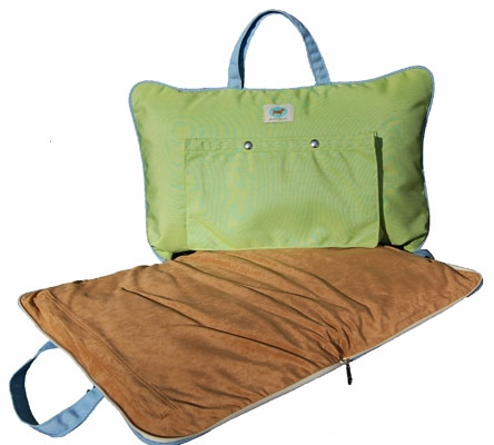 The Parrot Green Tote Bed